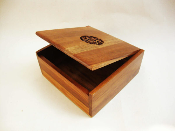 Wooden Comb Square Box by The Beehive India